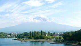 Det Fujiyama berget som är fritids- parkerar och sjön Fotografering för Bildbyråer