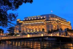 Det Fullerton hotellet i aftonen, Singapore Royaltyfria Bilder