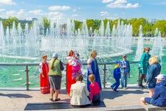 Det fullsatt parkerar i Tsaritsyno Arkivfoto