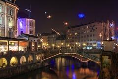 Det gamla centret av Ljubljana dekorerade för jul Arkivbild