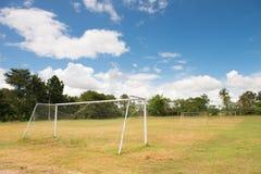Det gamla fotbollmålet Arkivbild