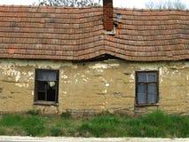 Det gamla huset gjorde ‹för †av gyttja Arkivbild