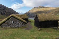 Det gamla lantgårdhuset Dúvugarðar i Saksun, Faroe Island, Danmark Arkivfoto