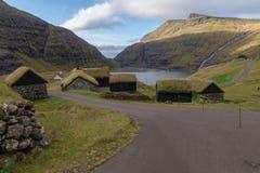 Det gamla lantgårdhuset Dúvugarðar i Saksun, Faroe Island, Danmark Arkivbilder