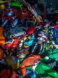 Det gamla maskerade ryttare- och Ultraman diagramet modell leker med den brutna leksaken Royaltyfri Foto