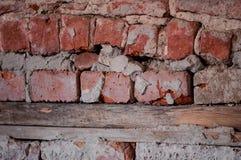 Det gamla murverket och trästrålarna Royaltyfri Foto