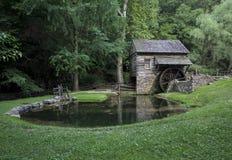 Det gamla 18th århundradet Watermill och maler dammet Fotografering för Bildbyråer