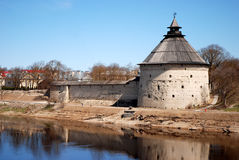 Det gamla tornet av Pskov Royaltyfria Foton
