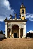 det gamla tornet för klocka för klocka för väggterrasskyrka Arkivfoto