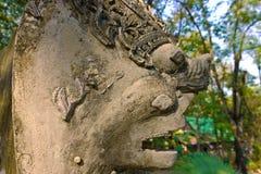 Nagastatusen i tempelet, Thailand Arkivbilder