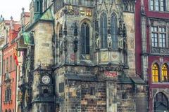 Det gammala stadshuset på Staromestska kvadrerar i Prague Royaltyfri Bild