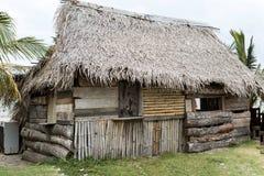 Det Garifuna huset i Honduras gjorde av naturliga material Royaltyfria Foton