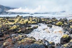 Det geotermiskt driver posterar på blåttlagunen i Island Royaltyfria Foton