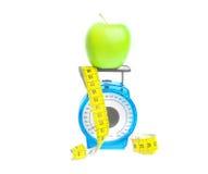 Det gröna äpplet bantar isolerat Fotografering för Bildbyråer