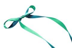 Det gröna bandet och pilbågen bakgrund isolerad white Arkivfoton