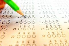 Det gröna utvalda valet för blyertspennateckning på svarsark, mornin Royaltyfria Bilder