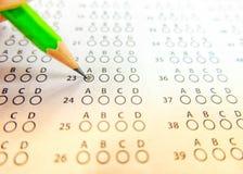 Det gröna utvalda valet för blyertspennateckning på svarsark, mornin Arkivfoto