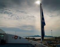 Det grekiska flaggasymbolet av nationen för alla krig som passerade in mot frihet fotografering för bildbyråer