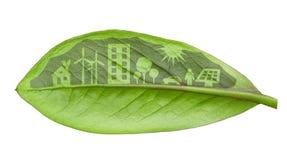 Bosatt begrepp för grön futuristic stad. Liv med gröna hus, så Royaltyfri Bild