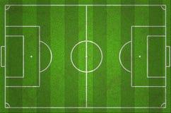 Det Grungy gröna fotbollfältet med mörker och ljust gräs fodrar Royaltyfri Fotografi