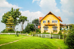 Det gula huset av Pai Arkivbilder