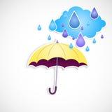 Det gula paraplyet och regnar isolerat Arkivfoto