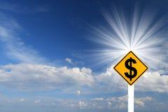 Det gula Rhombusvägmärket med dollaren undertecknar insida Arkivbild