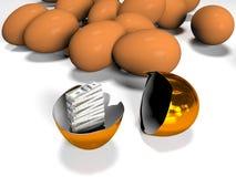 Det guld- ägget är i det brutet shellBroken guld- med sedlar inom, 3d framför Royaltyfri Fotografi
