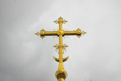 Det guld- ortodoxkorset Royaltyfria Bilder