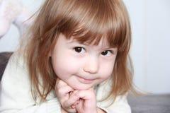 Det gulliga barnet royaltyfria foton