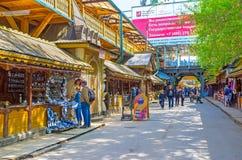 Det Gzhel porslinet i den Izmailovsky marknaden Royaltyfri Foto