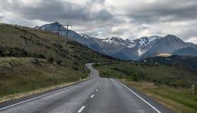 Det härliga berg och sätter in, sommaren i nyazeeländskt. arkivbilder