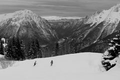 Det härliga berget skidar in område Arkivbild