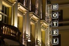 Det härliga hotellet undertecknar in Grekland Neon undertecknar med uttryckahotellet Royaltyfria Bilder