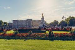 Det härliga läget av Buckingham Palace Arkivbilder