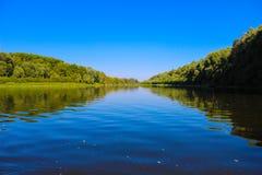 Det härliga landskapet är inte floden arkivfoton