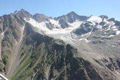 Det härliga landskapet av de Kaukasus bergen Royaltyfri Fotografi