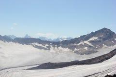 Det härliga landskapet av de Kaukasus bergen Arkivbilder