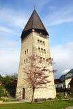 Det härliga landskapet med kyrkan i Meiringen Royaltyfria Bilder