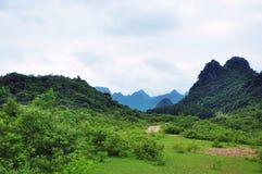 Det härliga lantliga landskapet i vår Arkivfoton