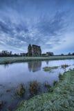 Det härliga soluppgånglandskapet av priorskloster fördärvar i bygdlocat Royaltyfri Foto