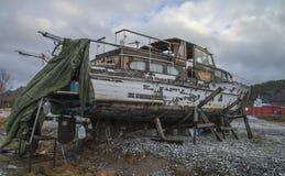 Det härliga träfartyget är förfallet Royaltyfri Fotografi