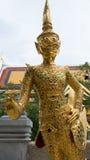 Det härligt av den guld- jätte- leendestatyn i Thailand Fotografering för Bildbyråer