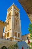 Det höga klockatornet av lutheranen Kirche Royaltyfria Bilder