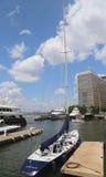 Det högväxta skeppet anslöt på den norr liten vikmarina på batteriet parkerar i Manhattan Royaltyfri Fotografi