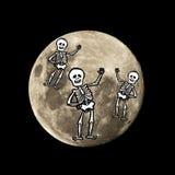 Det Hallowen skelettet flyger i månen Royaltyfria Bilder