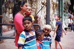 Det hinduiska folket besöker till de Batu grottorna i Malaysia Royaltyfri Foto