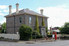 Det historiska bluestoneKyneton museet byggdes i 1856 som en bank av New South Wales Royaltyfri Fotografi