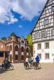 Det historiska bryggerimuseet och Oberamteien i Alpirsbach Arkivfoto