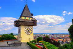 Det historiska klockatornet Uhrturm i Graz, Österrike Arkivbilder